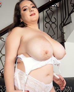 Sofia Deluxe The XL Girl With Huge Heavy Tits
