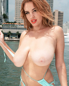 Sigal Acon Bikini Yacht